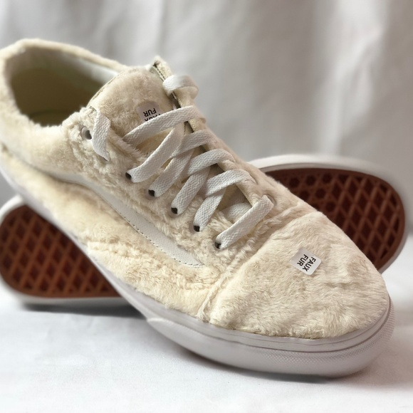 23bb116975fd Vans Old Skool Turtledove White Sherpa Skate Shoes